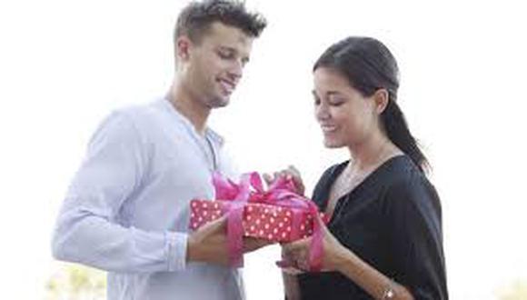 ¿Qué hacen y cuánto gastan los enamorados en San Valentín?
