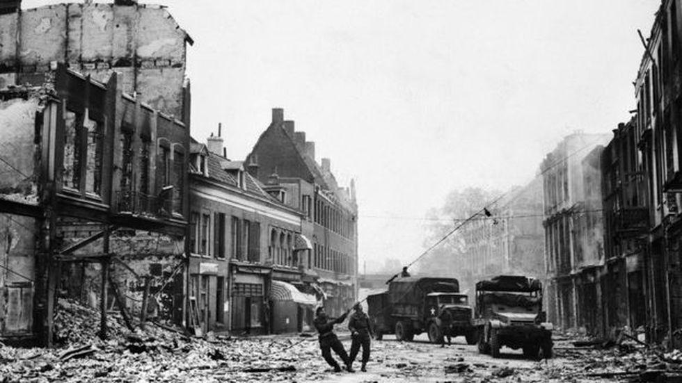Los Países Bajos estuvieron bajo ocupación nazi desde 1940 hasta 1945. En la imagen se ve la liberación de la ciudad de Arnhem. (Foto: Getty Images)