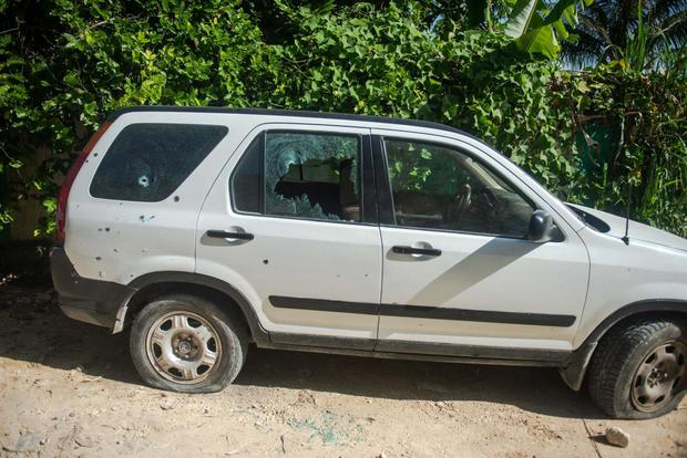 Un vehículo baleado en la zona donde fue asesinado el presidente de Haití, Jovenel Moise. (EFE/ Jean Marc Herve Abelard).