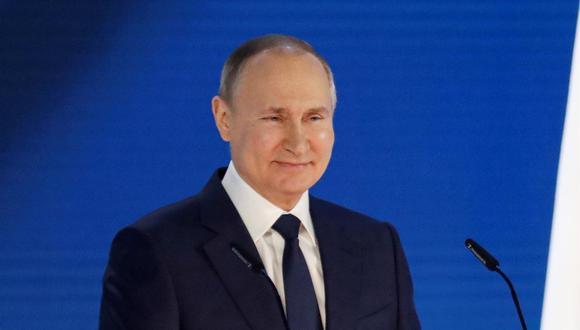 El presidente ruso, Vladimir Putin, abordó este jueves en una conversación telefónica con el primer ministro de Sajonia, Michael Kretschmer, el posible suministro de la vacuna rusa Sputnik V a Alemania. (EFE/EPA/MAXIM SHIPENKOV).