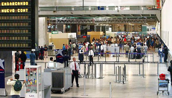 Entre el 1 de enero del 2013 y el 31 de mayo de este año, un total de 11.064 peruanos y extranjeros con orden de captura nacional o internacional fueron reconocidos por el sistema de alerta Migraciones (Foto: Archivo El Comercio)