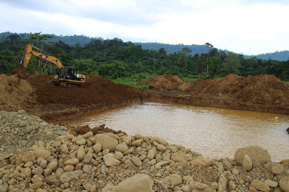 Los ríos y fuentes de agua se ven frecuentemente afectados por el alto consumo que demanda el cultivo de palma aceitera. Foto: Braulio Gutiérrez / Agencia de Noticias Ecologistas Tegantai.