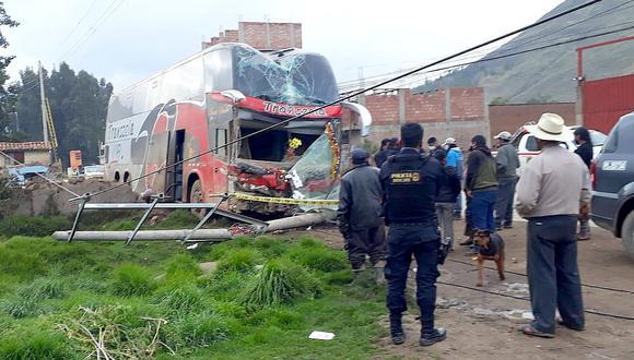 Cusco: Bus arrasa con vivienda y poste de alumbrado público en Año Nuevo (Foto: Juan Sequeiros)