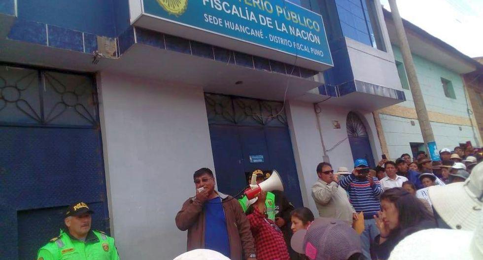 Los manifestantes realizaron un plantón en los exteriores de la sede del Ministerio Público y el Poder Judicial de la zona (Foto: cortesía)