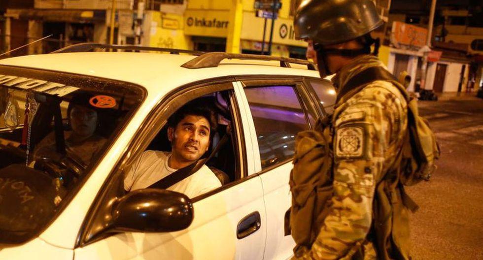 Durante el estado de emergencia está prohibido el tránsito de personas, a menos que tengan un pase personal laboral (Foto: Andina)