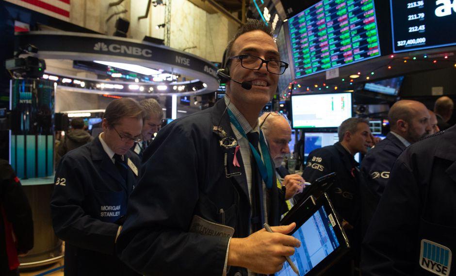 Las alzas en las acciones minoristas y de energía lideraron las ganancias, con un buen comportamiento de las grandes tecnológicas. (Foto: AFP)