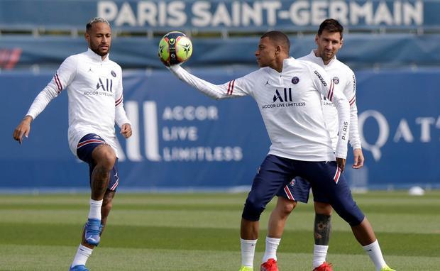 Messi, Neymar y Mbappé juntos en un entrenamiento del PSG. (Foto: PSG)