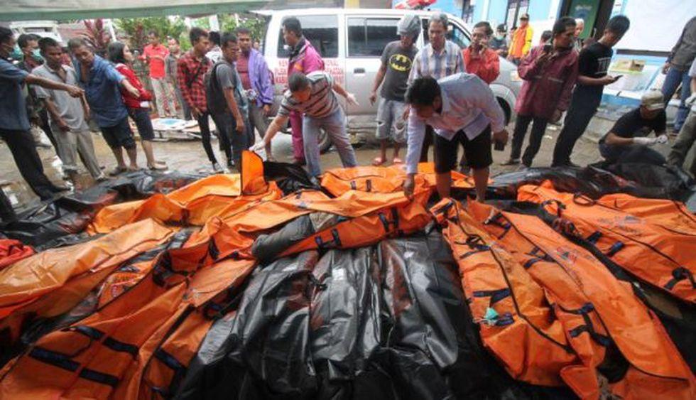 El distrito de Pandeglang, a unos 100 kilómetros al oeste de Yakarta, es la zona más afectada con 164 fallecidos y 624 heridos, así como centenares de casas dañadas, hoteles, botes y vehículos. (Foto: AFP)