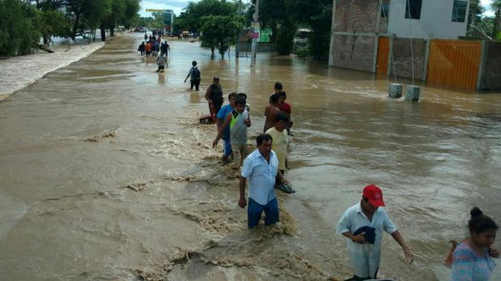 Cientos de vecinos de Catacaos dejan la ciudad por inundación - 1