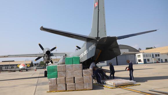 Balones de oxígeno y otros equipos médicos fueron enviados a Loreto en vuelos de las Fuerza Armadas (Foto: Ministerio de la Producción)