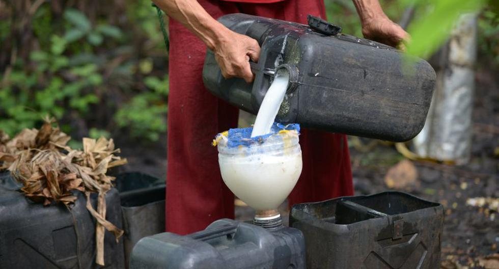 La intoxicación se habría dado por el metanol, una sustancia presente de forma natural durante el proceso de destilación. (Foto Referencial: AFP)