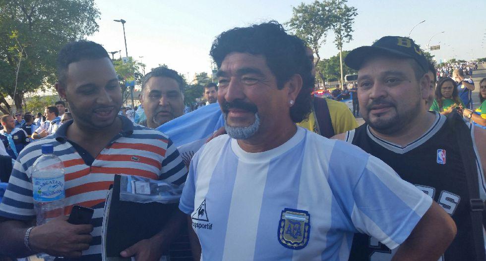 'Maradona', el 'Papa Francisco' y miles alientan a Argentina - 1