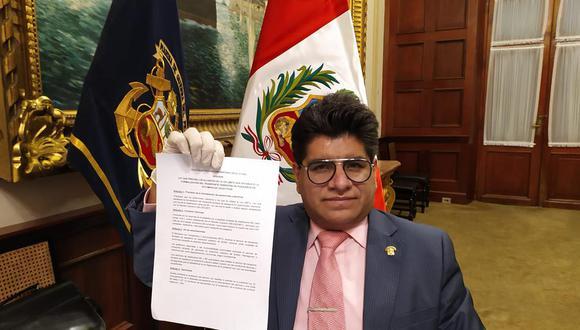 Titular de la Comisión de Transporte, Carlos Simeón Hurtado, niega tener interés en favorecer a taxis colectivos.