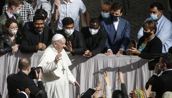 El papa Francisco durante la audiencia general con el público tras el levantamiento de las restricciones por la pandemia de coronavirus en el Vaticano, el 12 de mayo de 2021. (EFE/EPA/FABIO FRUSTACI).