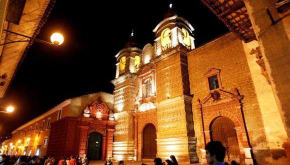 Estatuas y pinturas de iglesias caerían primero en un sismo