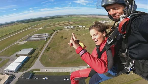 Alejandra Baigorria logró vencer su miedo a las alturas e hizo paracaidismo. (Foto: Instagram / @alejandrabaigorria).