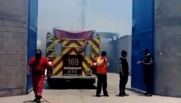 Incendio en Ate moviliza diez unidades de bomberos