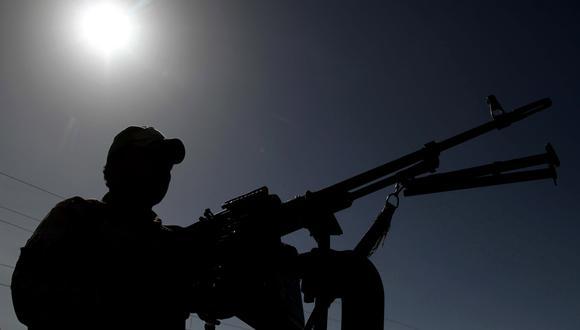 Imagen referencial que muestra a un oficial de seguridad afgano. EFE