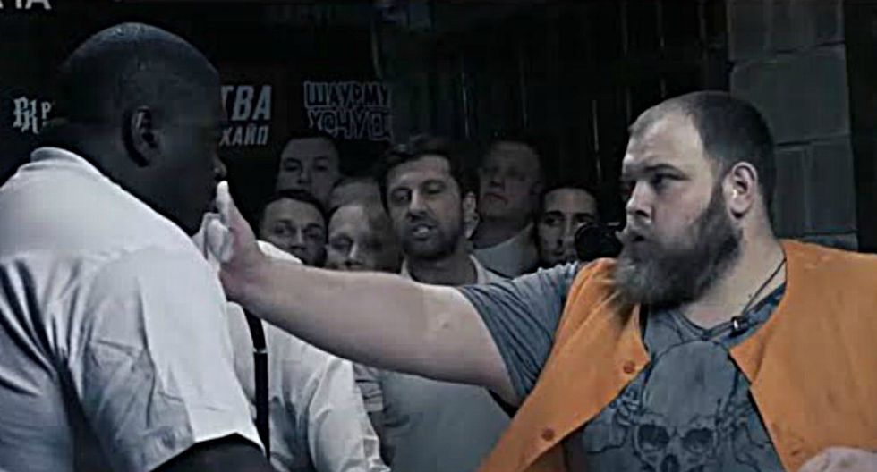 Vasily Kamotsky, la leyenda rusa tras consagrarse campeón mundial de bofetadas, se ha enfrentado a un gigante brasileño de 200 kilos de peso. Un duelo terrible que tuvo un final inesperado. (Foto: Captura)