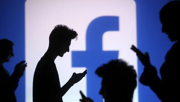 """""""Si tienes Facebook, quéjate"""", por Pedro Canelo"""