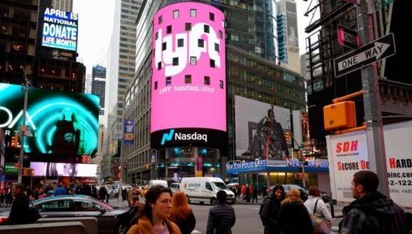 El 29 de marzo, en las oficinas del índice Nasdaq, en la emblemática Times Square de Nueva York, se vio desplegado el logotipo de Lyft. (Foto: DON EMMERT/AFP/GETTY IMAGES)