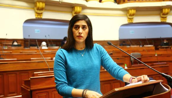 Ministra de Economía, María Antonieta Alva, respondió 82 preguntas de dos mociones de interpelación. (Foto: Congreso)