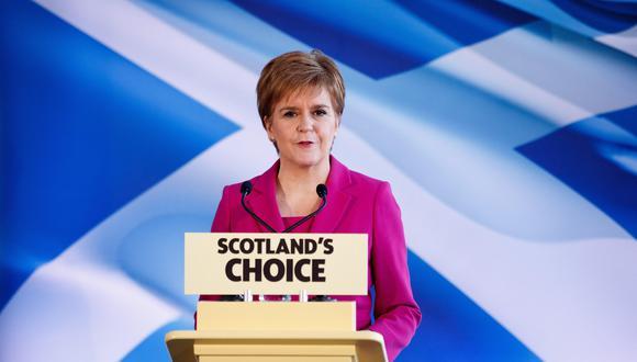 Para Nicola Sturgeon, los resultados le dan un fuerte espaldarazo a la demanda de un segundo referendo en Escocia. (EFE/EPA/ROBERT PERRY).