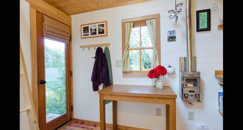 La madera de cedro toma gran protagonismo en la vivienda. (Foto: Airbnb)