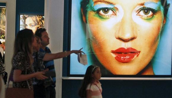 Muestra de Mario Testino genera colas en museo argentino