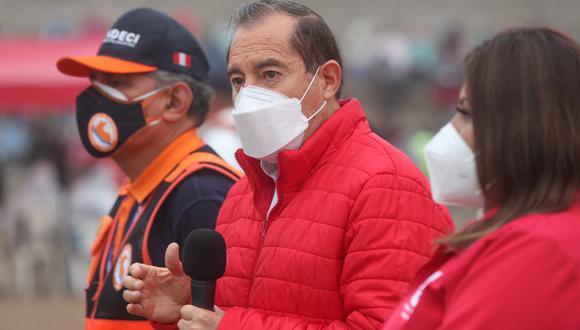 Martos afirmó que el Consejo de Ministros respalda al presidente Vizcarra, tras denuncias. El primer ministro entregó 10.000 canastas de víveres en SJM a las familiares afectadas por el COVID-19. (Foto: PCM)