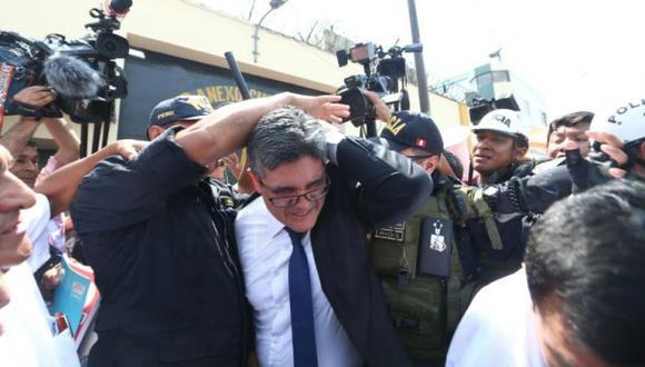 El fiscal José Domingo Pérez fue agredido a su salida del penal donde permanece Keiko Fujimori. (Foto: GEC)