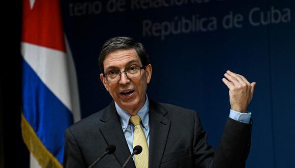 El canciller de Cuba, Bruno Rodríguez, habla durante una conferencia de prensa en La Habana, el 22 de julio de 2021. (Foto de YAMIL LAGE / AFP).