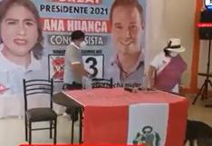 Huánuco: candidata al Congreso patea a un perro durante evento proselitista   VIDEO