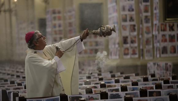 Monseñor Carlos Castillo presidirá la misa en el que se rendirá homenaje a todos los peruanos que perdieron las vida por la pandemia, cuya cifra ya supera los 34 mil fallecidos. (Foto: Anthony Niño de Guzmán/ GEC)