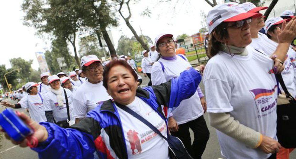 Convocan a 'abrazo multitudinario' por el Día del Adulto Mayor