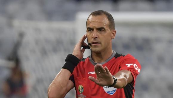 El árbitro uruguayo Esteban Ostojich dirigirá el duelo entre Perú y Paraguay. (Foto: AFP).