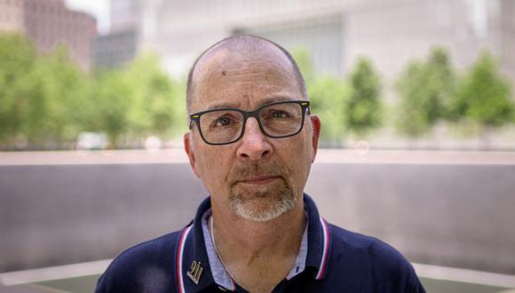 Joseph Dittmar, un sobreviviente de los ataques al World Trade Center del 11 de septiembre de 2001, posa para un retrato en el Museo y Memorial del 11 de septiembre en Nueva York. (ANGELA WEISS / AFP).