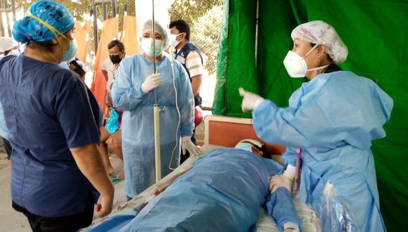 El hospital habilitó dos espacios para hacer triaje y, con ello, evaluar si les corresponde a los pacientes -por el grado de sus lesiones- ser internados o no. (Foto: Diresa Piura)