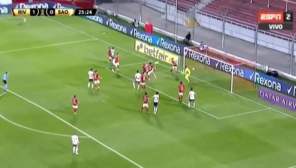 River Plate adelantó en el marcador, pero Sao Paulo llegó el empate parcial con gran cabezazo del defensor brasileño a los 26 minutos de la primera parte. (Foto: captura de video)