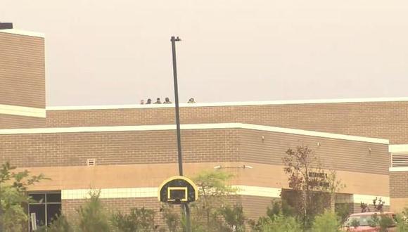 Carolina del Norte: Policía reporta tiroteo en una escuela secundaria (@erikjhortiz)