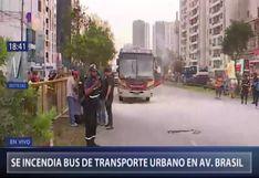 Pueblo Libre: un bus de transporte público se incendió en la avenida Brasil