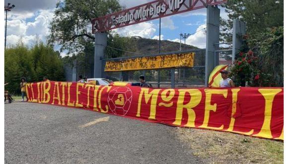 Cerca de 80 hinchas de 'La Monarquía' llegaron al estadio Morelos. (Foto: Straffon Images)
