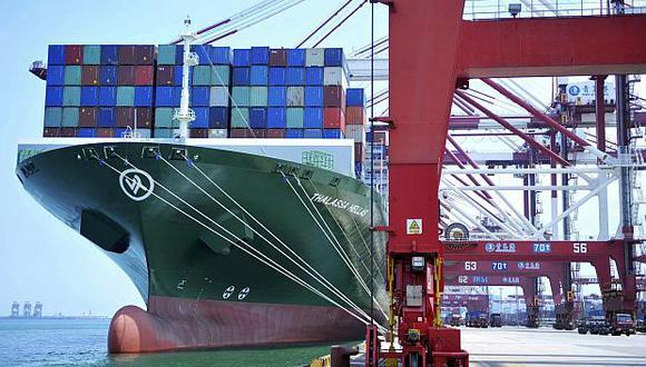 Urge reducir las tensiones comerciales en medio de este menor dinamismo del comercio mundial, dijo la OMC. (Foto: AP)<br>