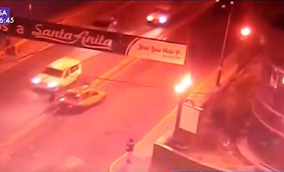El accidente fue registrado por una cámara de seguridad en la zona. (Foto: Captura/Latina)