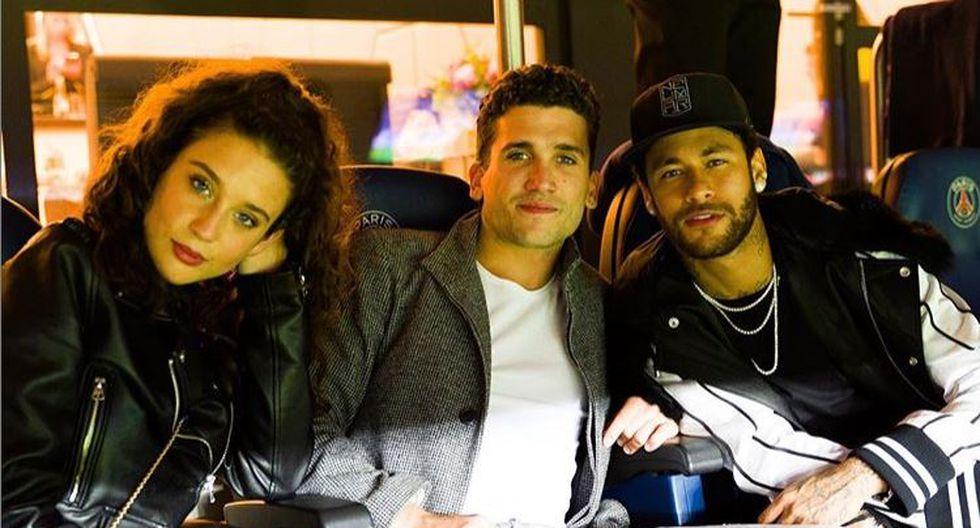 ¡Emocionado! Neymar se luce al lado de Jaime Lorente y María Pedraza, actores de 'Élite'. (Instagram)