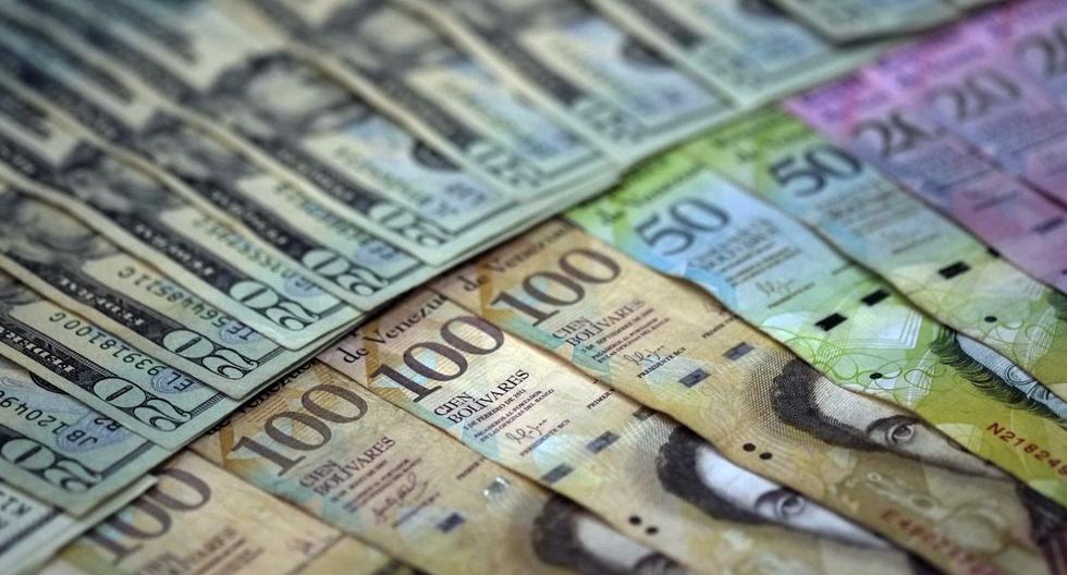 El precio del dólar operaba al alza este viernes 17 de abril en Venezuela. (JUAN BARRETO / AFP)