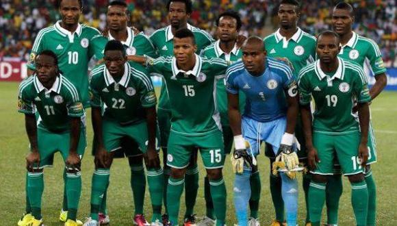 La selección nigeriana comandada por el volante Mikel (esquina superior izquierda). Foto: Reuters)