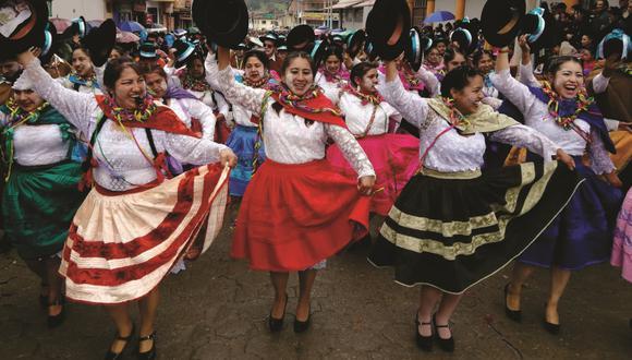 Este domingo se hizo el lanzamiento del carnaval de Andahuaylas. Más de 1.500 personas participaron. (Foto: Carlos Peña)