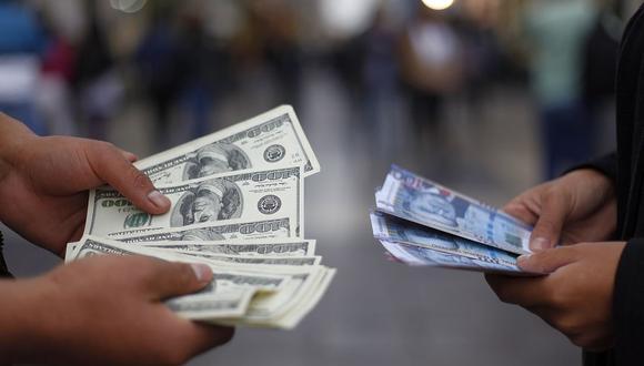En el mercado paralelo o casas de cambio de Lima, el tipo de cambio se cotizaba a S/3,700 la compra y S/3,730 la venta de cada dólar. (Foto: GEC)