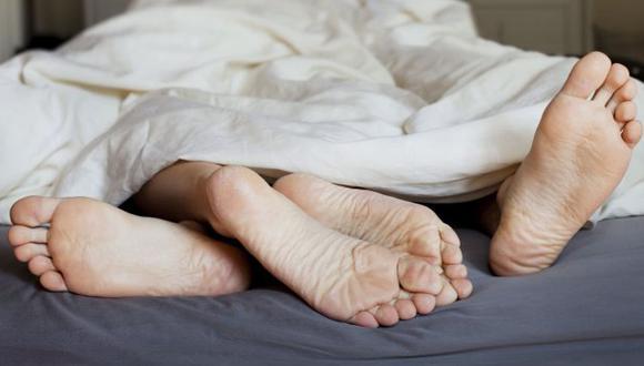 Especialistas aseguran que además la pareja debe discutir si sus necesidades sexuales están satisfechas para mantener la felicidad.  (Foto: Shutterstock)